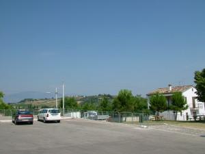 Parking koło kościoła i okolica